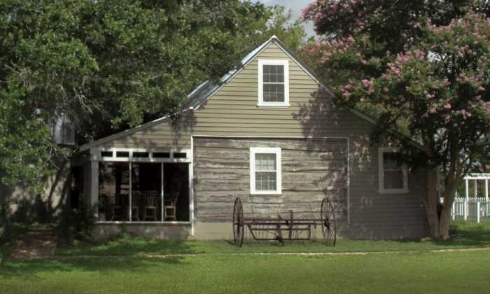 700X420 Blackbird Farm 1850 House