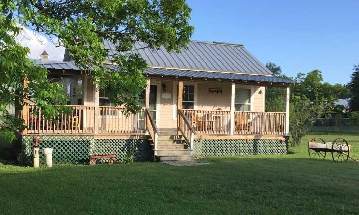 700X420 Blackbird Farm Bird House