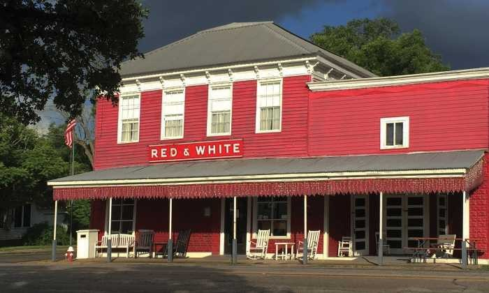700X420 Blackbird Farm Red White Inn