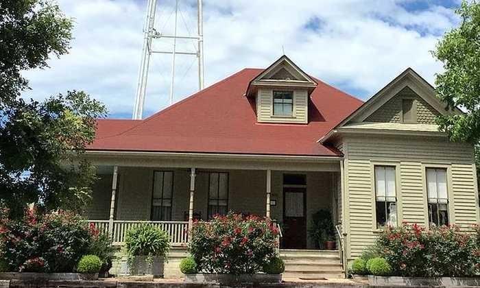 700X420 Heritage Sunday House